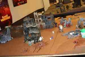 Los puños Imperiales Aguantan la posición frente al ataque de los Guerreros de Hierro