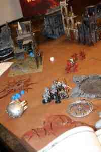 Los exterminadores reciben el asalto de los Guerreros de Hierro, mientras Indael hace una masacre